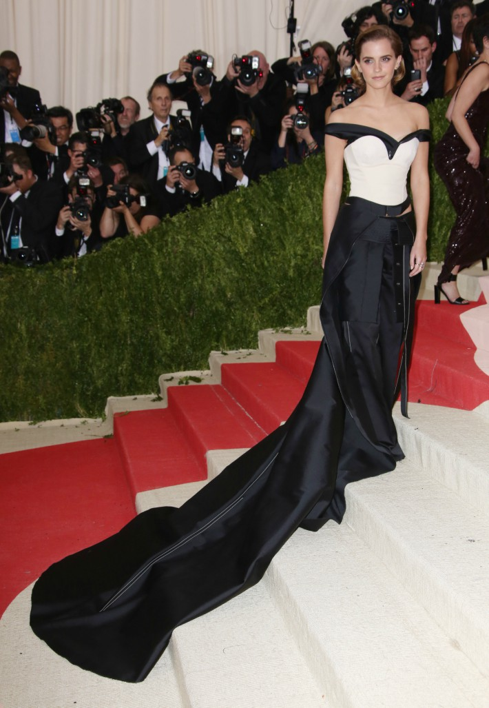 Fashioned From Nature, Victoria and Albert Museum, Fashion and sustainability, fashion and nature, sustainable fashion, high fashion - Emma Watson in Calvin Klein in 2016. Courtesy Victoria and Albert Museum, London