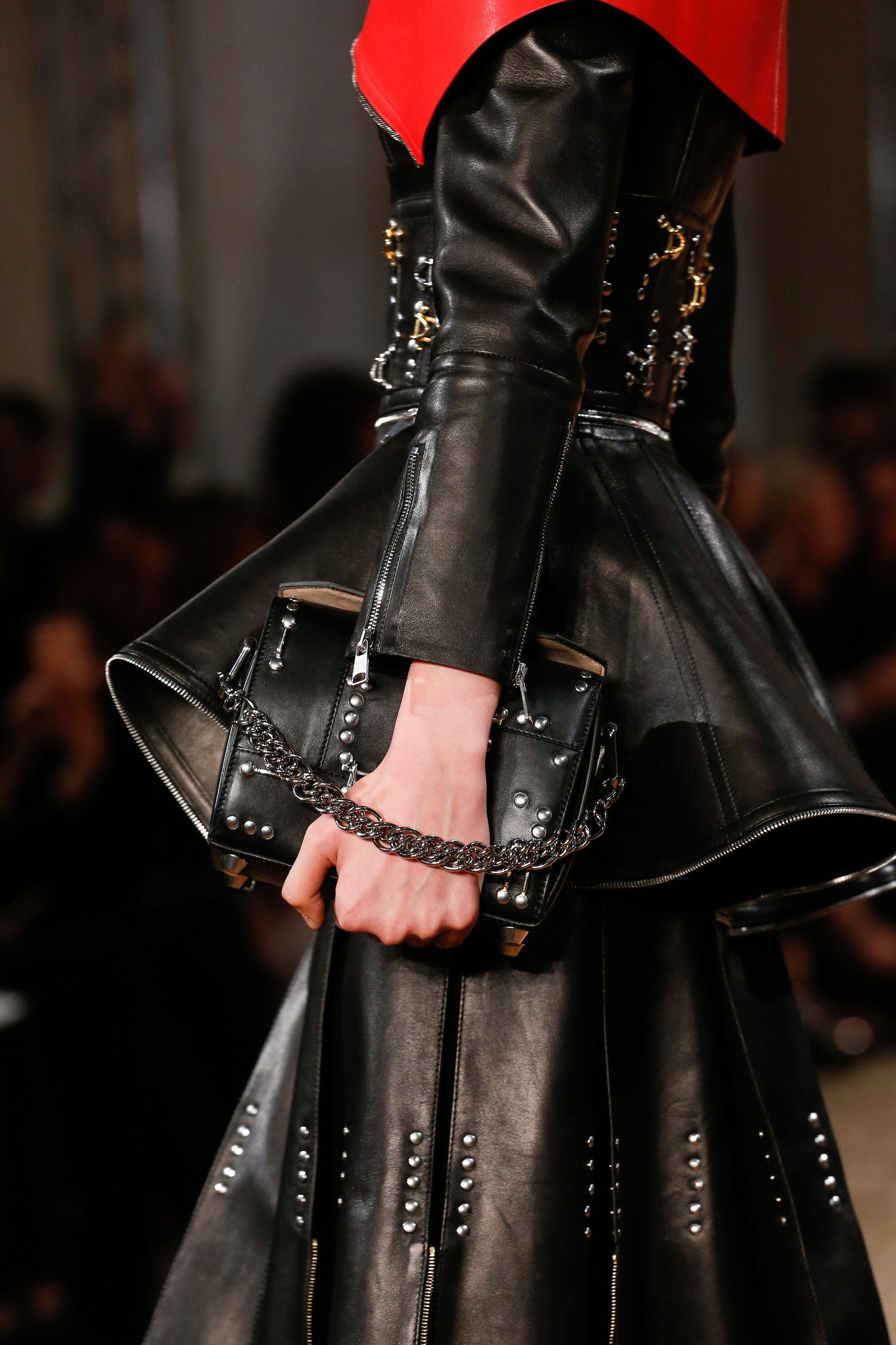 Alexander McQueen Spring 2018 - Summer Fashion Trends 2018 - image via vogue - purse trends 2018 - leather purses - alexander mcqueen bags 2018