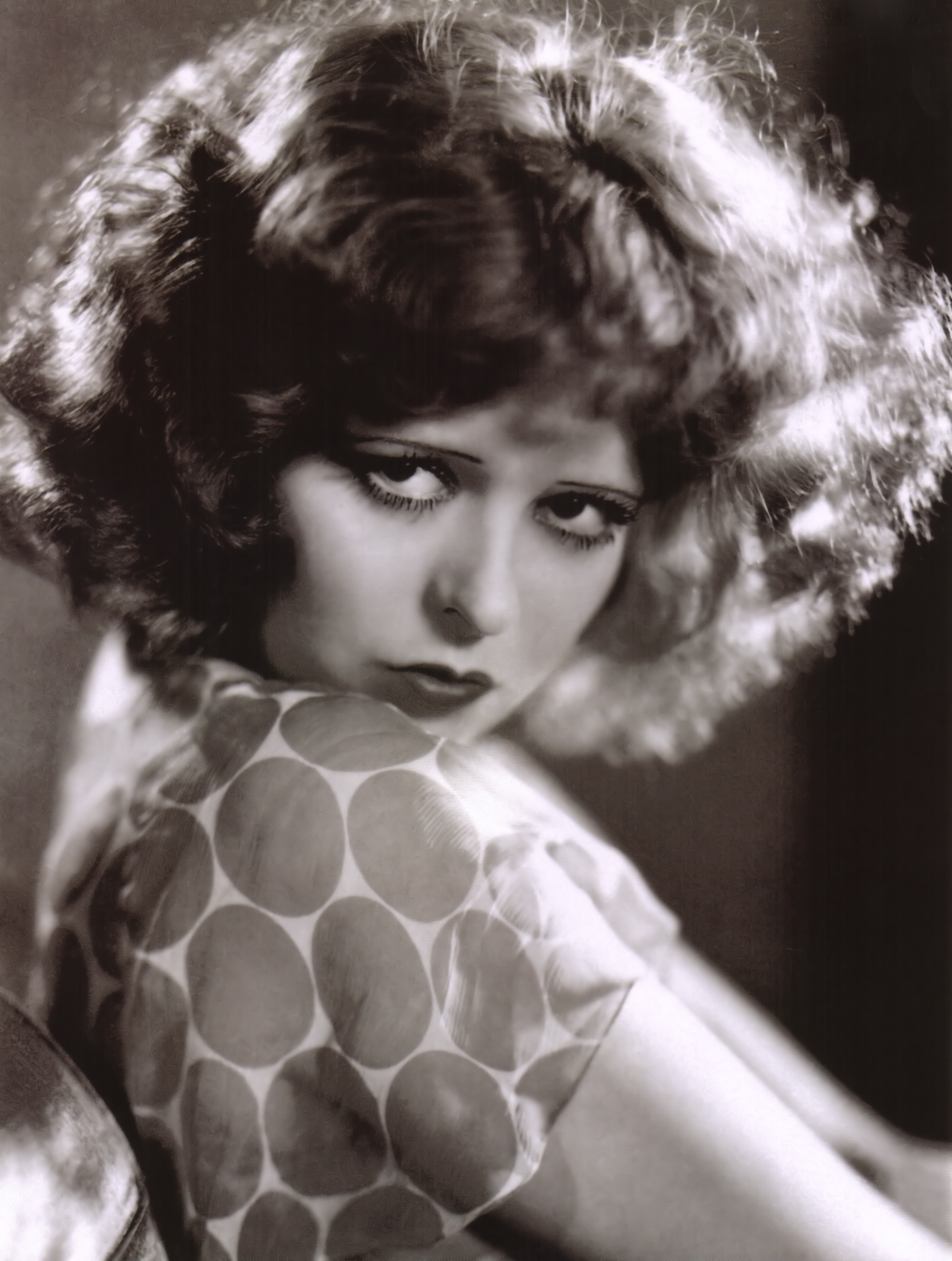 Oldies But Goodies - Top Makeup Looks From 20th Century Hollywood Glamour - Clara Bow in Call Her Savagae 1932. Photo via MovieMadens.com - beauty tips - makeup ideas
