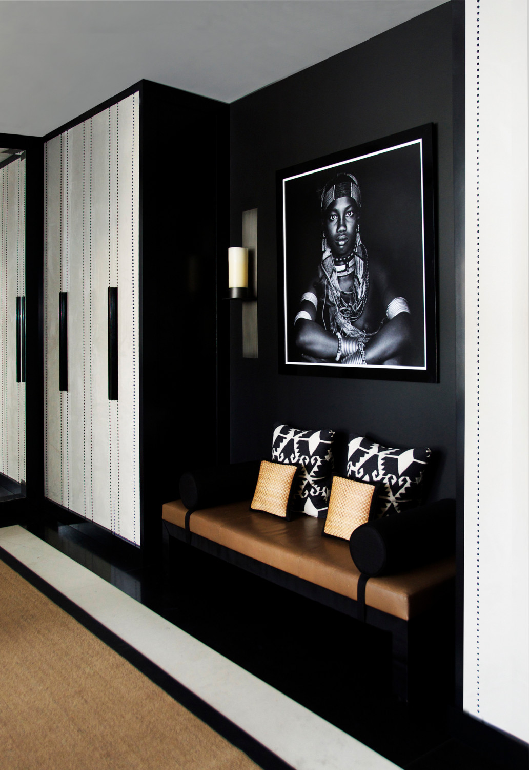Interior design by Aleksandra Miecznicka - interior design trends 2018 - black finishes - black door hardware - black walls