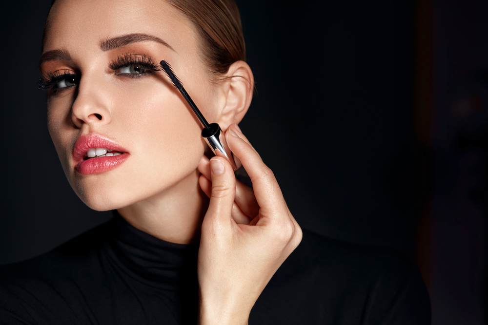 Oldies But Goodies - Top Makeup Looks From 20th Century Hollywood Glamour - Photo by Puhhha via Shutterstock - beauty tips - makeup ideas