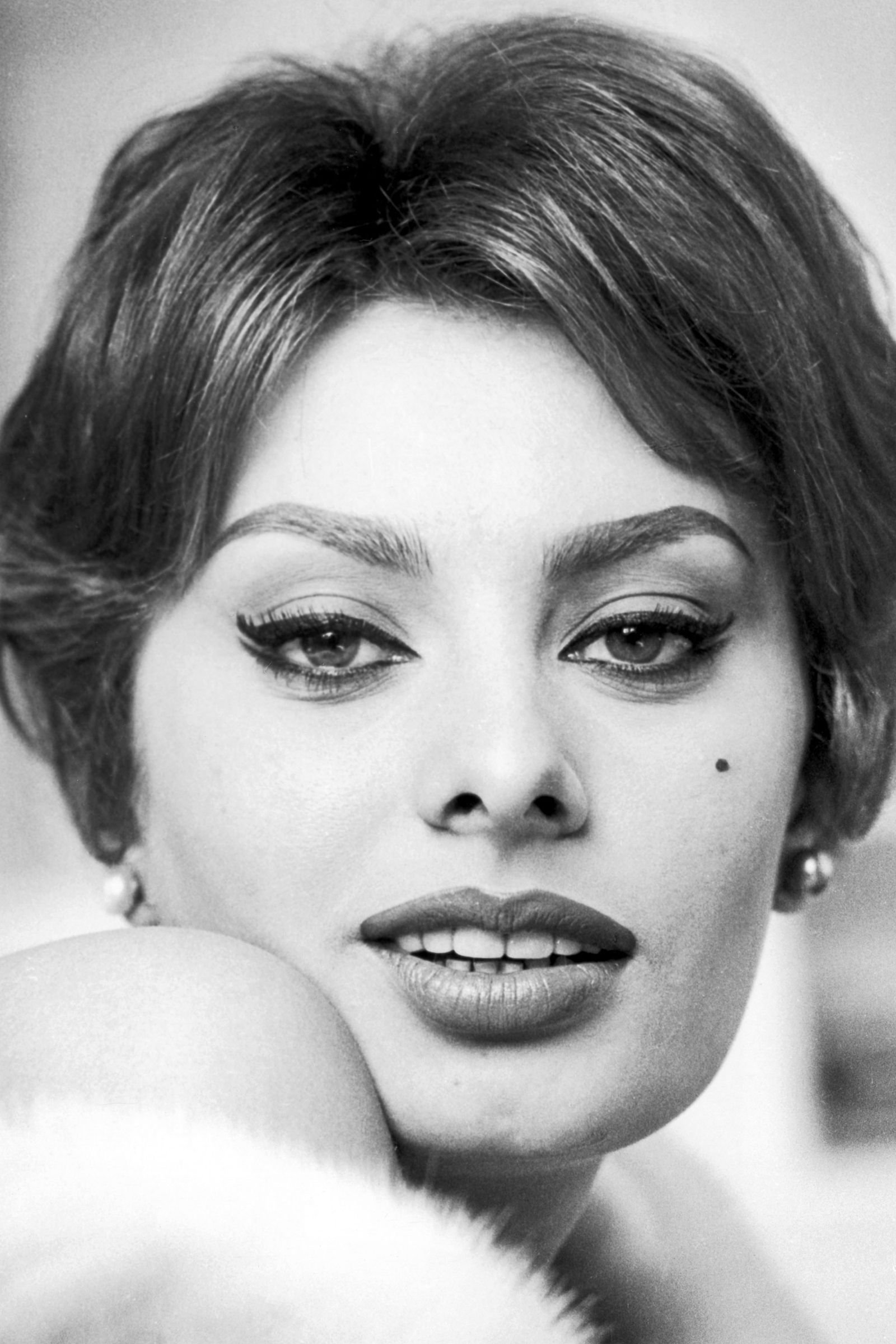 Oldies But Goodies - Top Makeup Looks From 20th Century Hollywood Glamour - Sophia Loren. Image via Gioia.it - beauty tips - makeup ideas