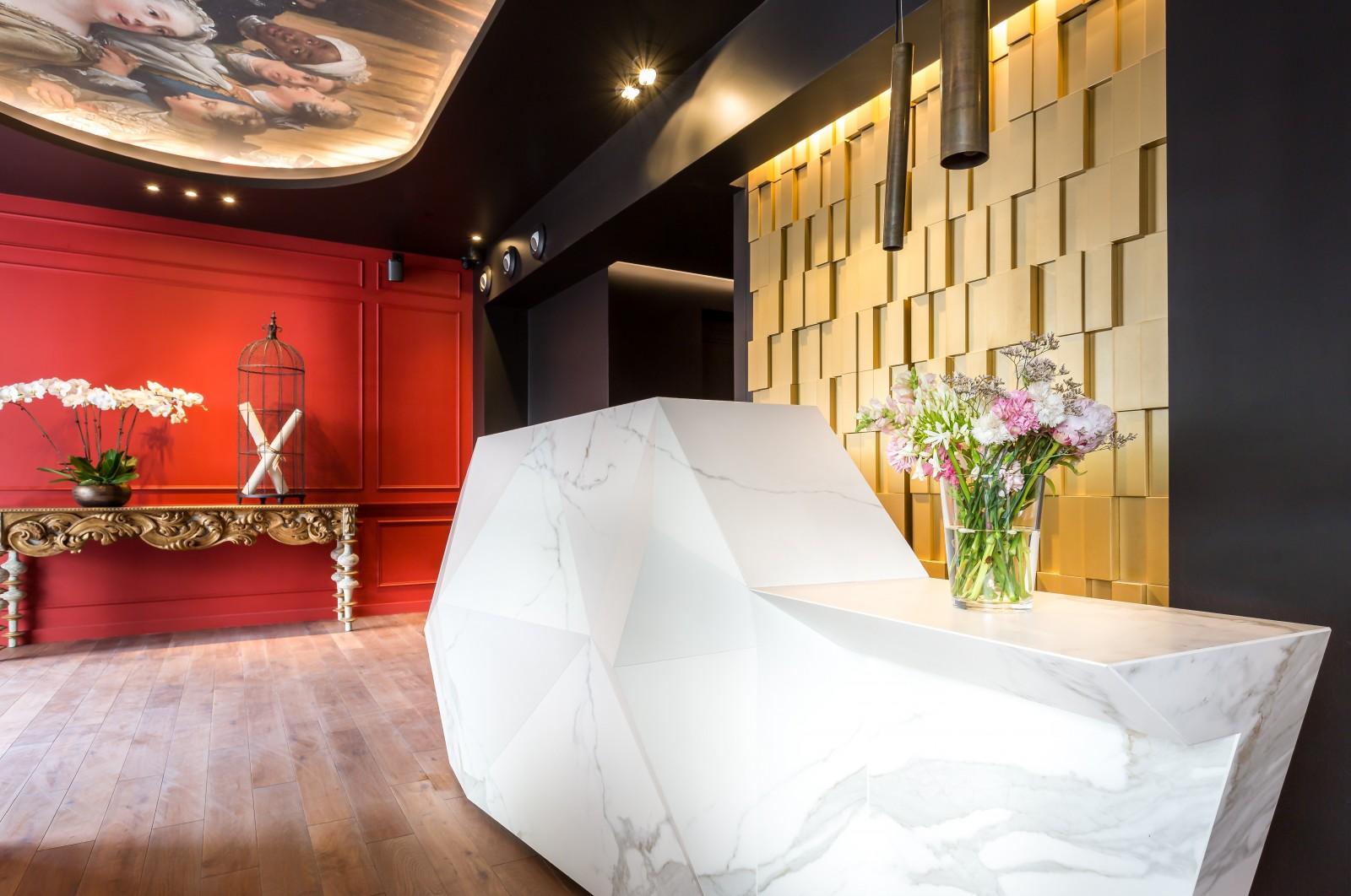 Hotel La Comtesse - Paris Eiffel Tower Hotel - Paris Fashion Week 2018 - best hotels in paris - paris men's - paris haute couture 2018 - hotels near the eiffel tower - boutique hotels paris - la comtesse cafe - best designed hotels in paris - most beautiful hotels in paris