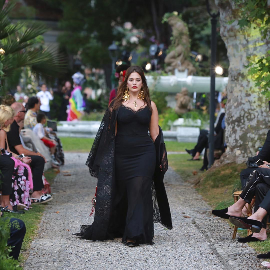 Ashley Graham walks for the Dolce and Gabbana Alta Moda Fashion Show at Lake Como, July 2018 - via @dolcegabbana