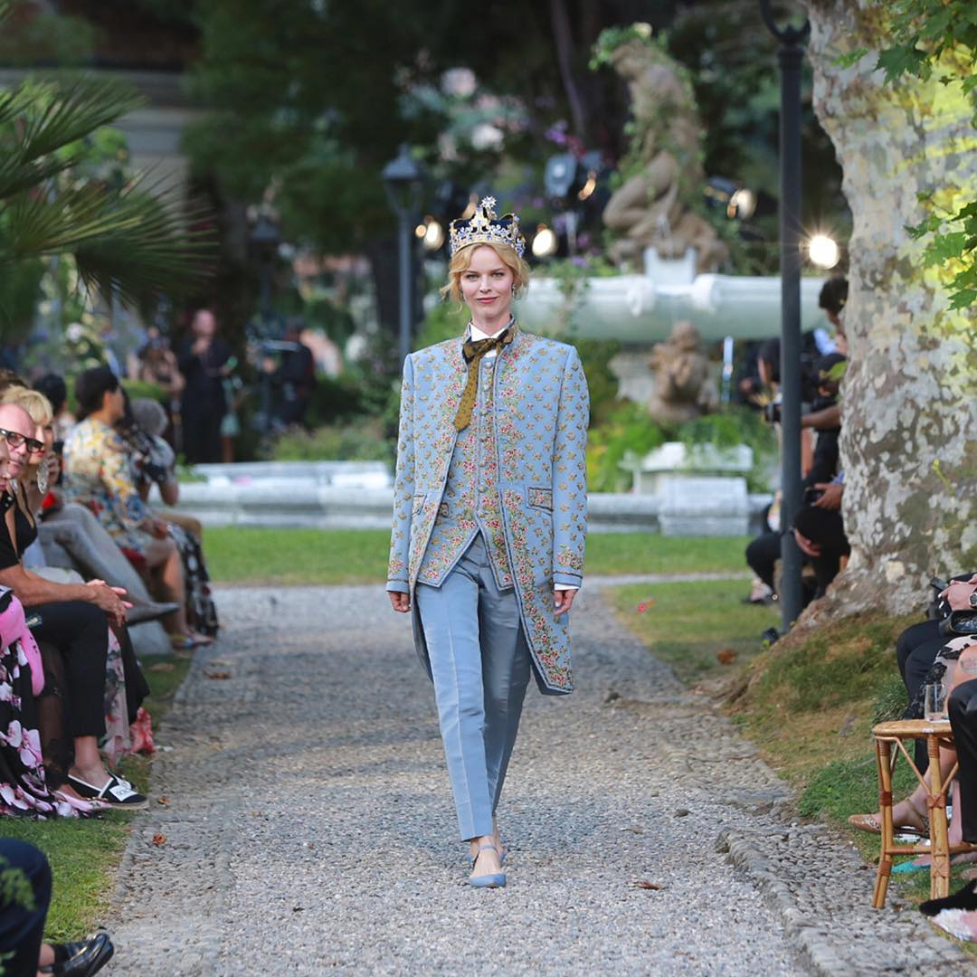 Eva Herzigova walks for the Dolce and Gabbana Alta Moda Fashion Show at Lake Como, July 2018 - via @dolcegabbana - dolce & gabbana haute couture