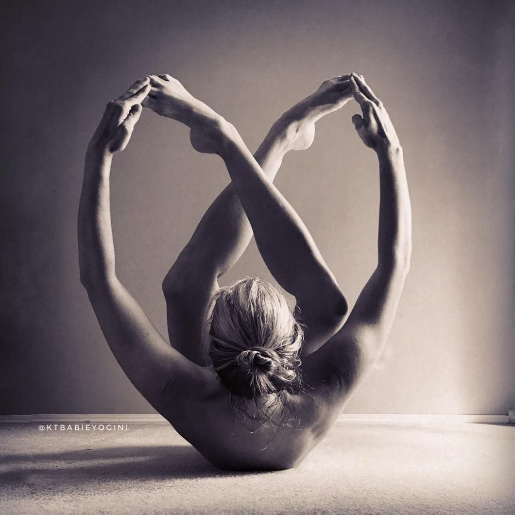 How to Love Yourself - The Good Morning Goddess Ritual of Self Love - Source @ktbabieyogini - yoga poses - nude yoga poses - yoga rituals - morning yoga routines - morning yoga rituals - morning routines