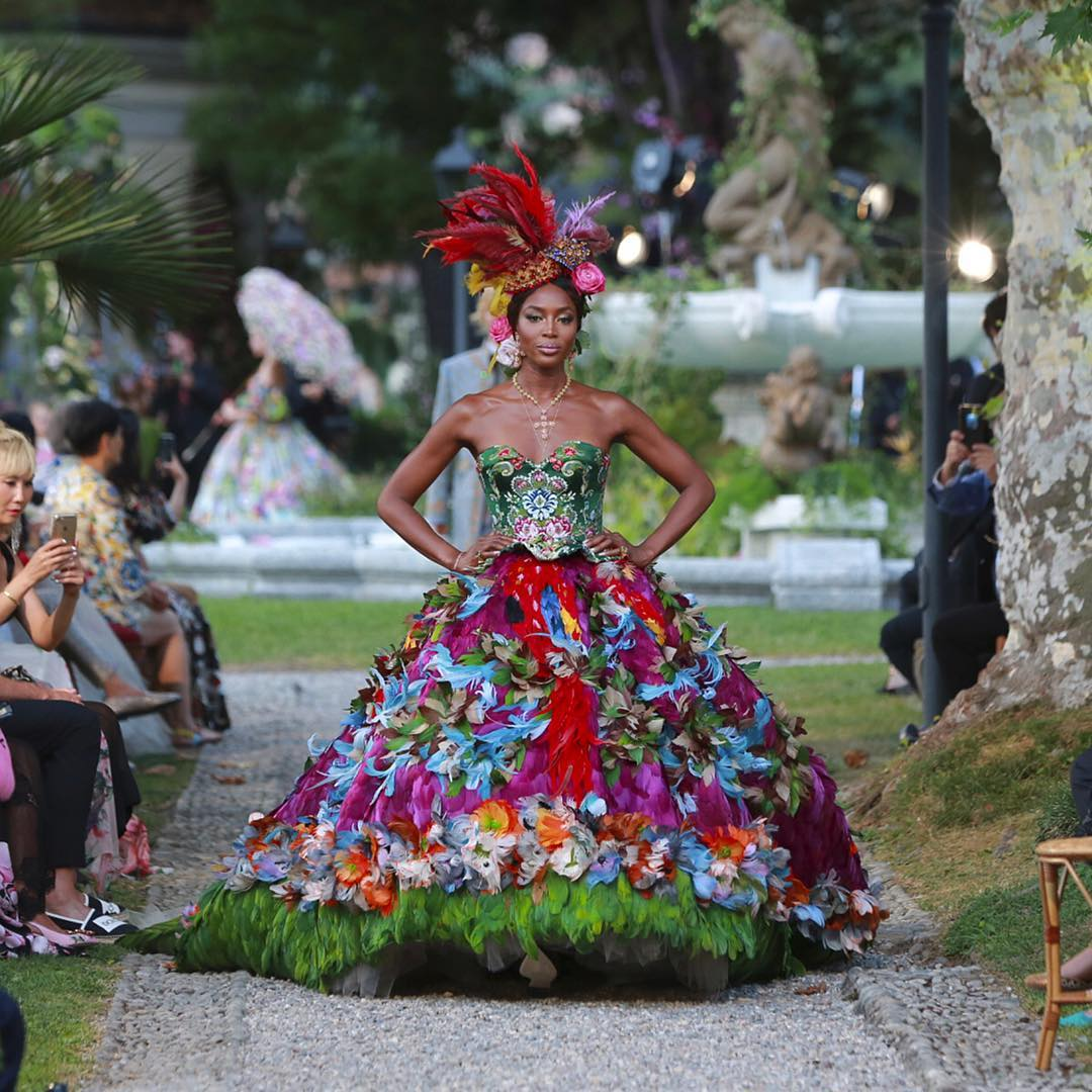 Naomi Campbell walks for the Dolce and Gabbana Alta Moda Fashion Show at Lake Como, July 2018 - via @dolcegabbana - feathered gowns haute couture - bohemian gowns 2018