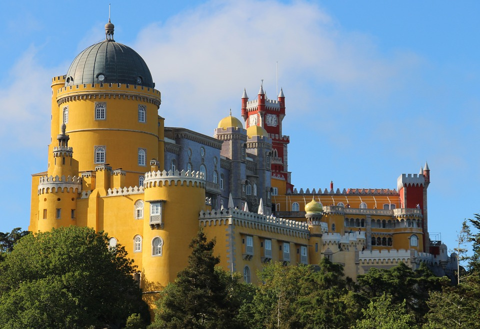 Palacio Nacional De Sintra - Design Lovers Guide to Portugal - Things to Do In Portugal for Architecture, Art & Design Lovers - most beautiful places in portugal - most beautiful buildings in portugal - architecture in portugal - palaces in portugal