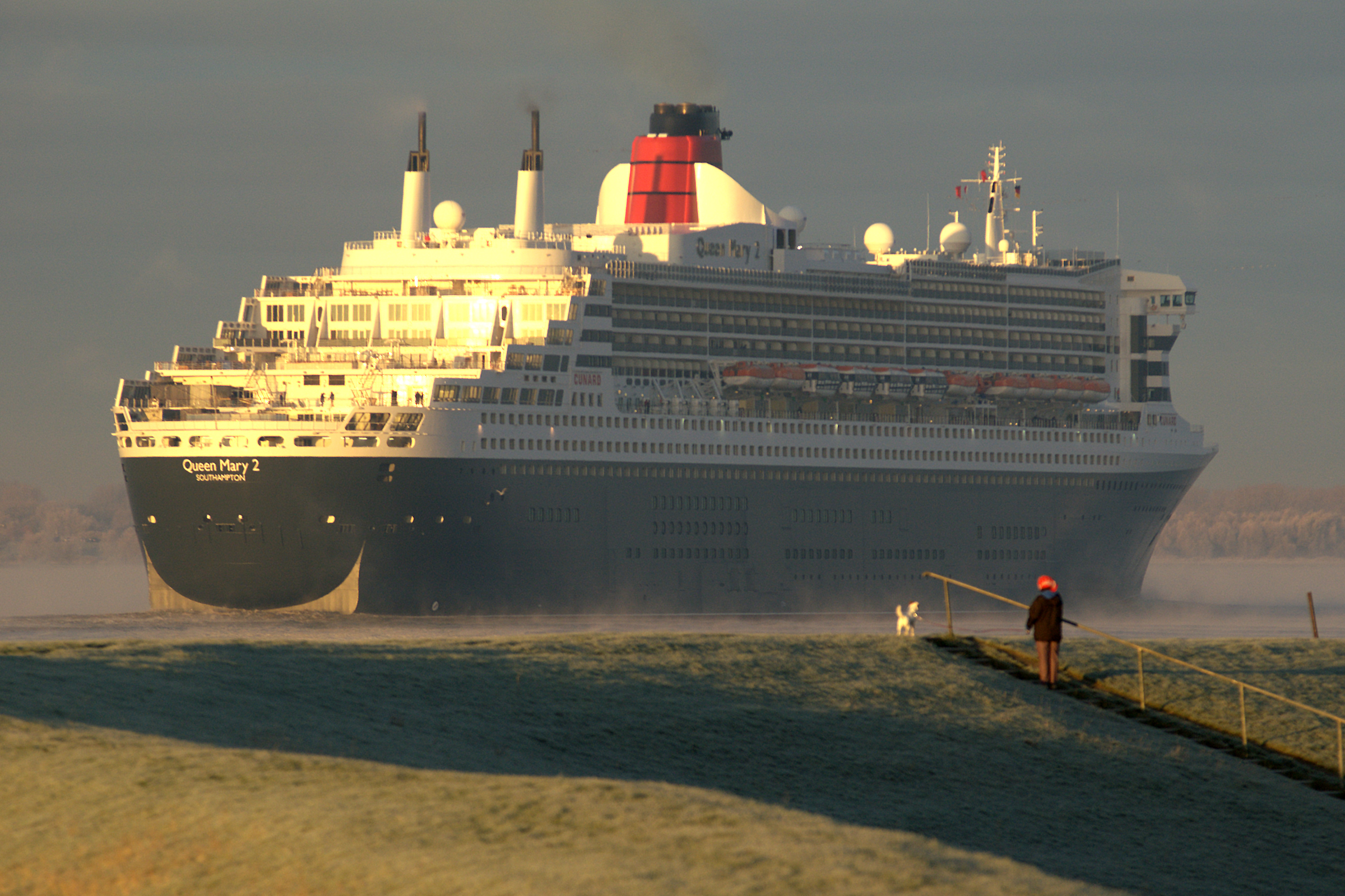 Queen Mary 2 - Photo by Torsten Bolten via Wikimedia Commons - crystal cruises - edie rodriguez