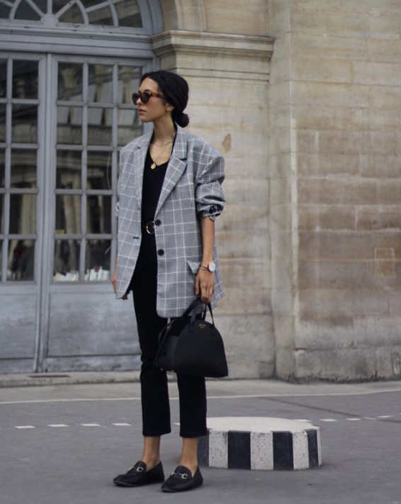 How to Dress to Impress When Traveling the World - Instagram @deborabrosa - oversized jackets - oversized blazers - travel outfit ideas