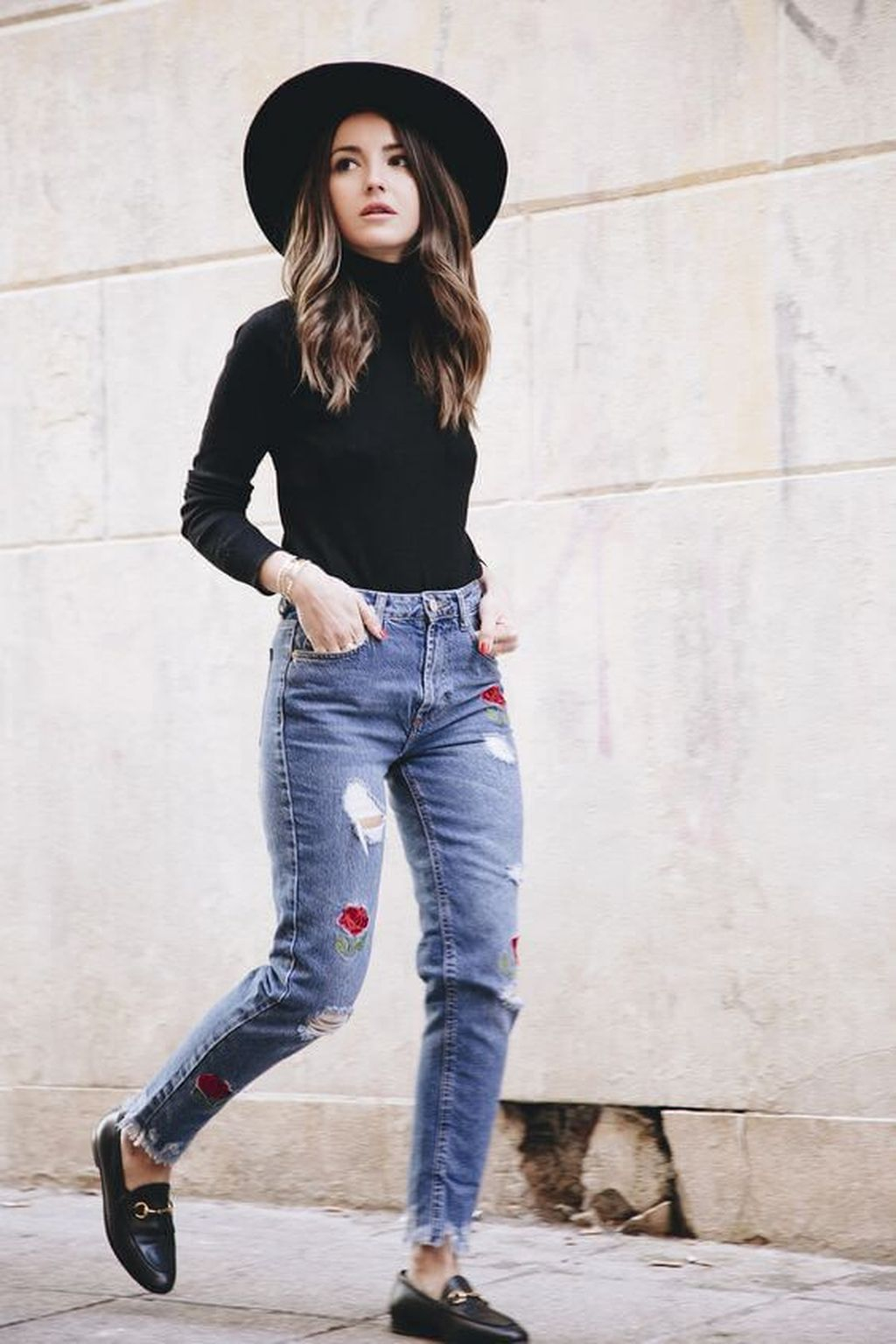 How to Dress to Impress When Traveling the World - Source Arta Facts - travel outfit ideas - best jeans for traveling - black turtle necks