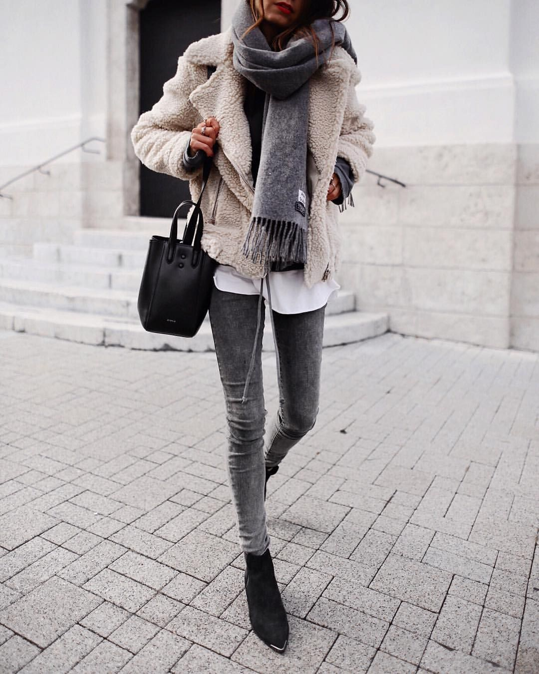 How to Dress to Impress When Traveling the World - Style My Day - travel outfit ideas - layering while traveling - the art of layering clothing - winter layering - travel fashion tips