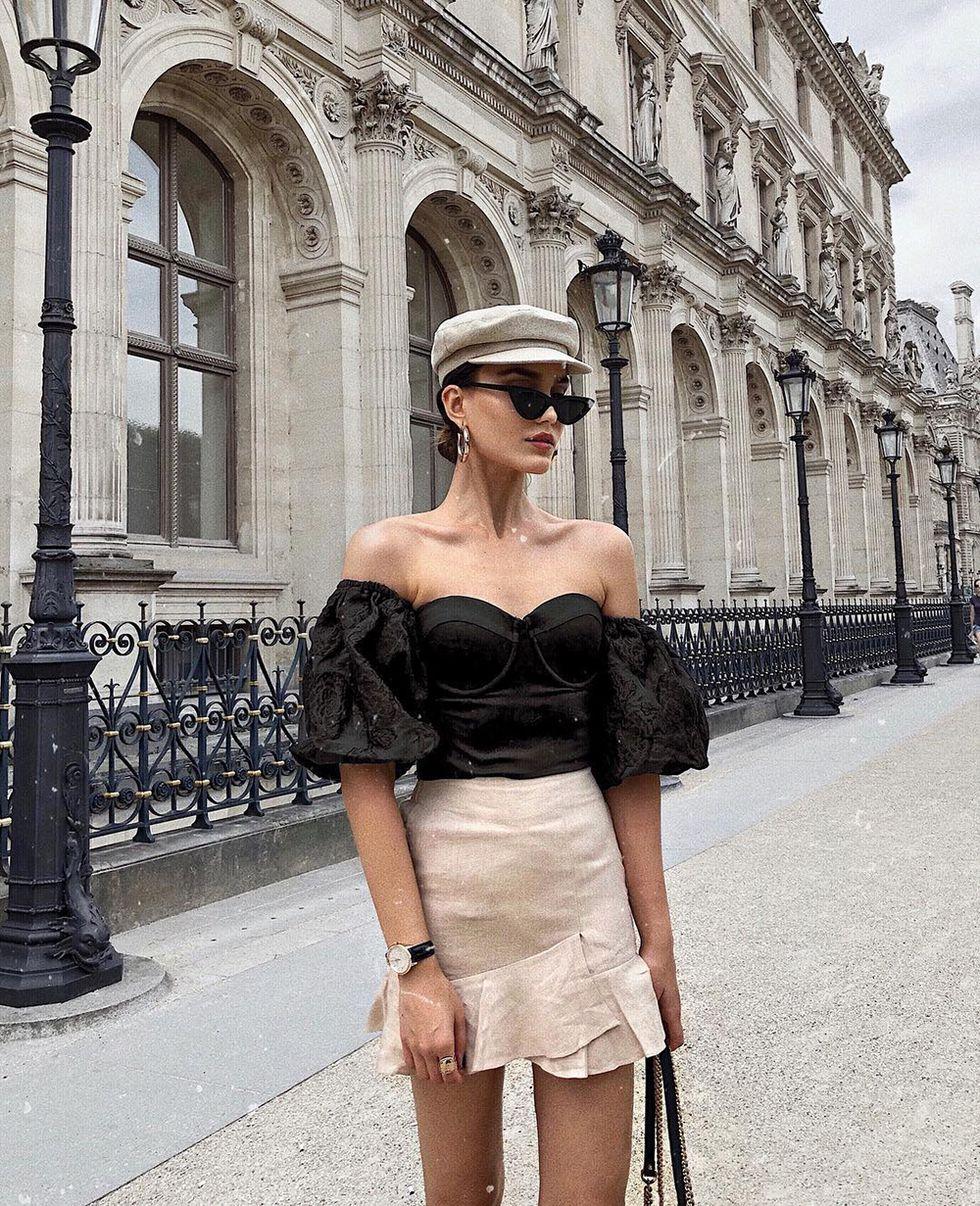 How to dress to impress while traveling the world - sindi-arifi-falda-lino-asimetrica-Source Instagram @sindiarifi - travel outfit ideas - travel packing tips - looking fashionable while traveling