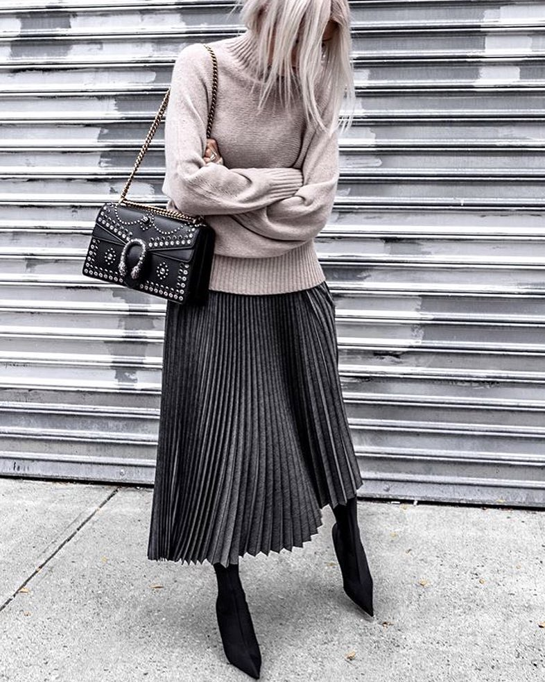 @figtny Pewter Pleated Skirt by @lafayette148ny, Purse by @gucci - how to love yourself no matter what you wear - comfy tops to dresses