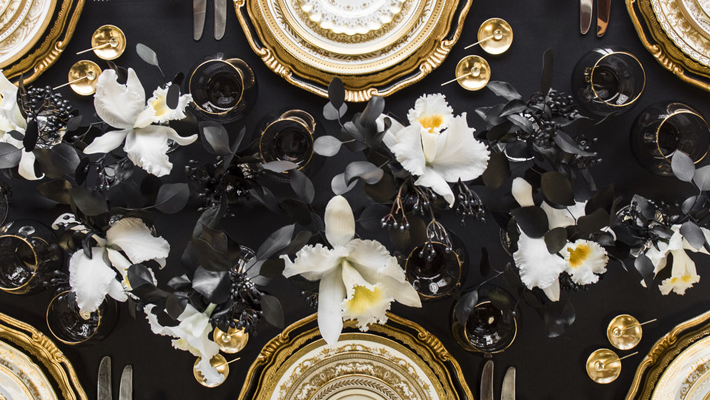Casa de Perrin Luxury Dinnerware - luxury dinnerware sets - luxury table settings - black and gold table settings
