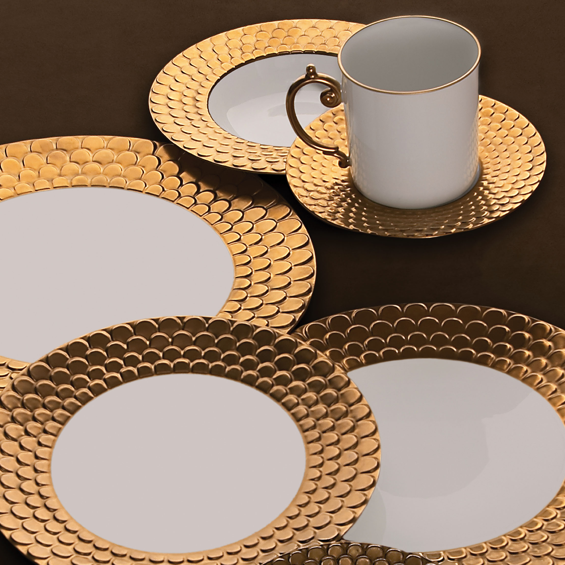 L'Objet Aegean Gold luxury dinnerware - luxury tableware - L'Objet dinnerware - gold and white plates