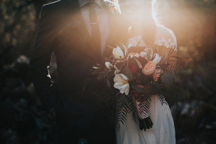 custom wedding invitations - wedding couple - photo via unsplash