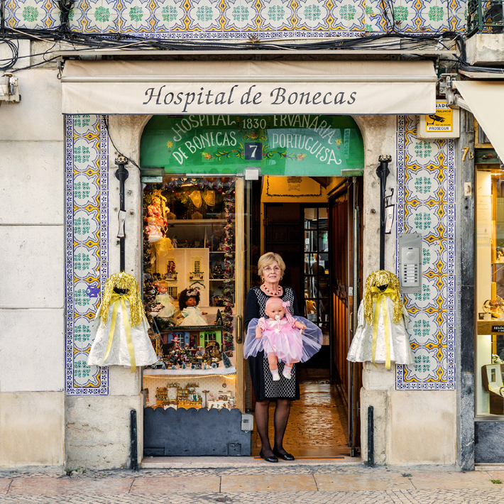 Photograph of the facade of Hospital de Bonecas for Lisbon Re-Tale Project by Sebastian Erras