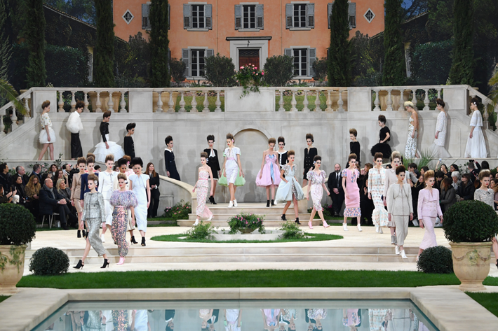 Paris Couture Models walk the runway during the Chanel Couture Spring Summer 2019 show as part of Paris Haute Couture Fashion Week on January 22, 2019 in Paris, France. (Photo by Pascal Le Segretain/Getty Images)
