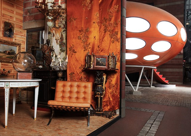 UFO and furniture at Marché Dauphine in the paris flea market at marche aux puces