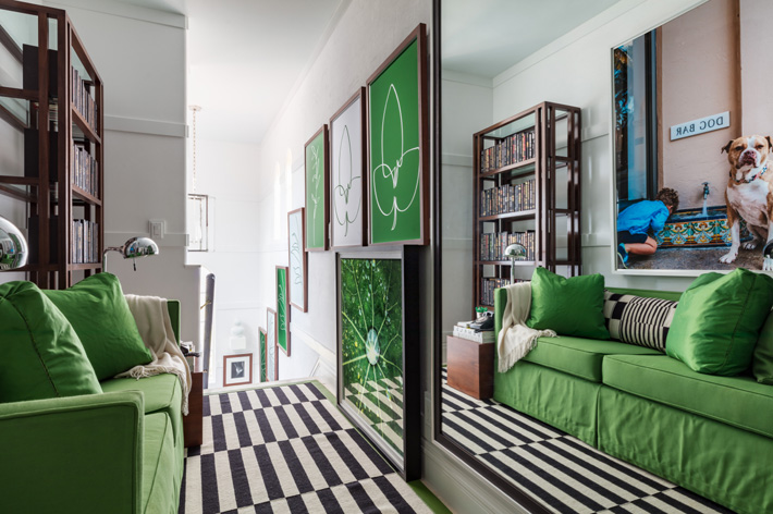 green sofa in a white stairway hall by Billy Ceglia at Kips Bay showhouse palmbeach 2019 - photo Credit Nickolas Sargent