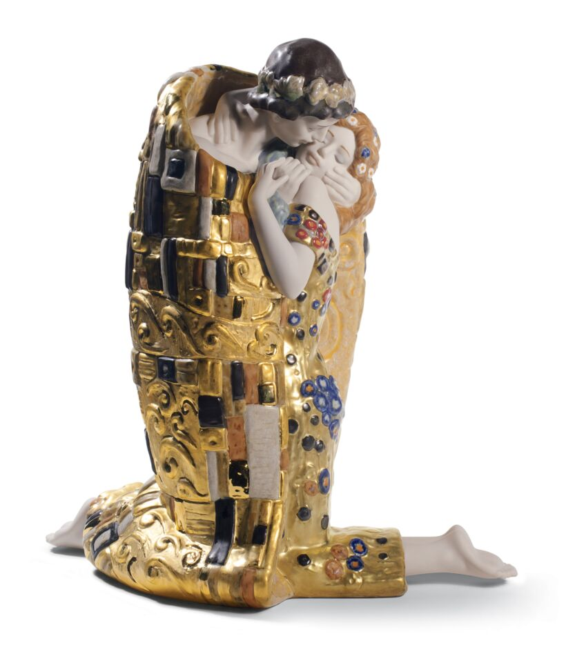 sculpture of gustav klimt's the kiss - valentine's day gift guide