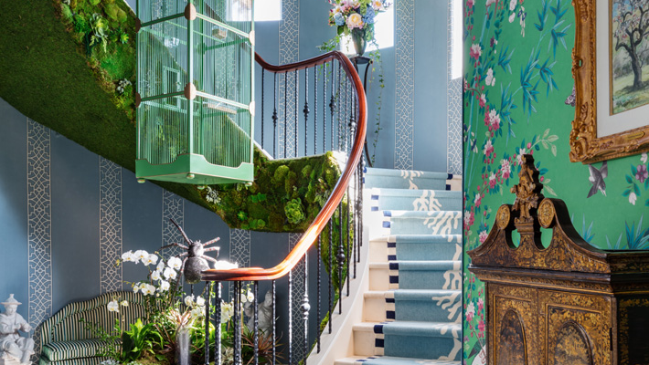 chinoisserie themed staircase design at kips bay showhouse palm beach 2019 staircase design by The Lee W. Robinson Company