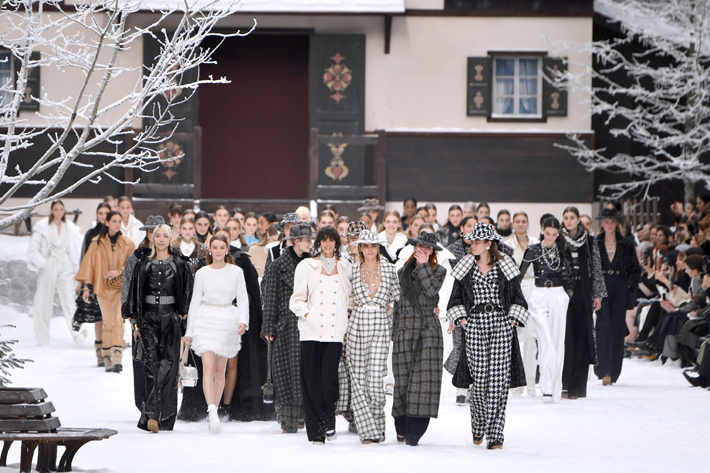 Cara Delevingne (C) and models walk the runway during the finale of the Chanel show at Paris Fashion Week Fall/Winter 2019/2020 Womenswear presentation. An emotional farewell tribute to Karl Lagerfeld.