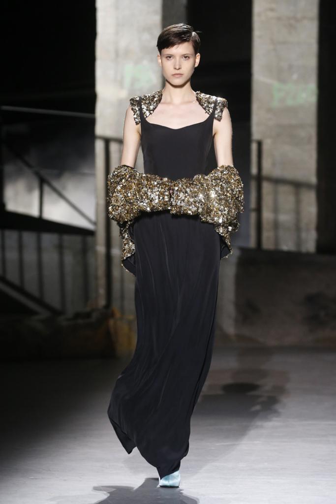 A model walks the runway during the Dries Van Noten show at Paris Fashion Week Fall/Winter 2019/2020 Womenswear presentation
