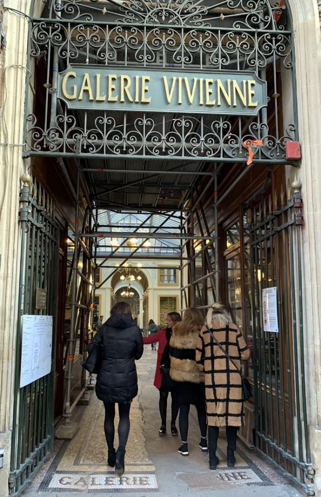 galerie vivienne tour with Le Connoisseur
