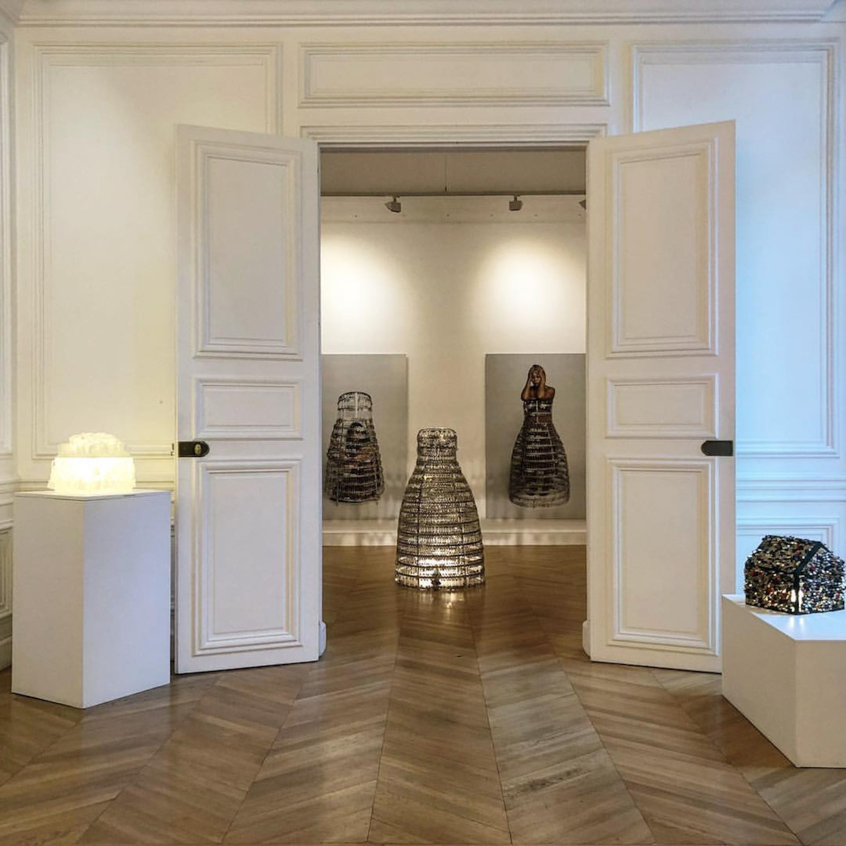 "Carmen Mariscal ""La esposa esposada (l'épouse menottée)"", 2018 Ana Mas Projects at Art Paris 2019"