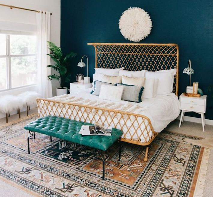 2020 color trends - Blue tones in a bedroom