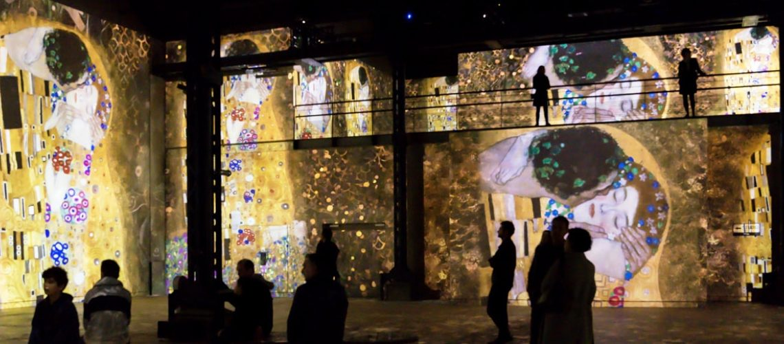 gustav klimt nights atelier des lumineres exhibition