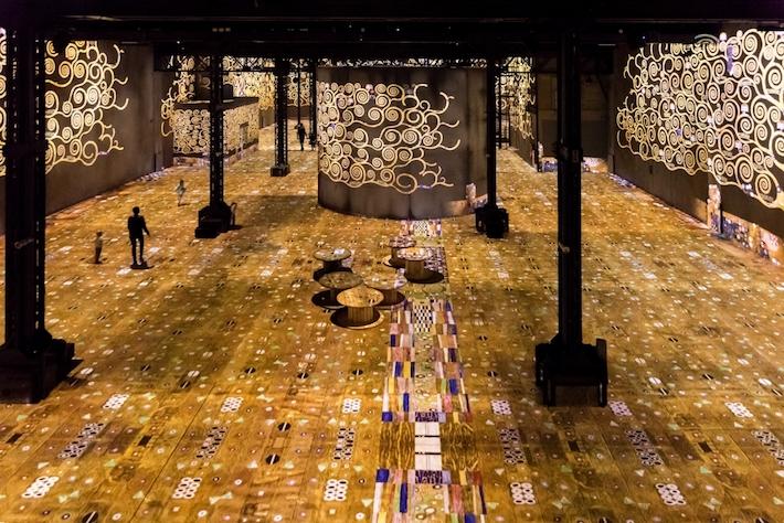 Room 2 in Gustav Klimts nights at atelier des lumineres