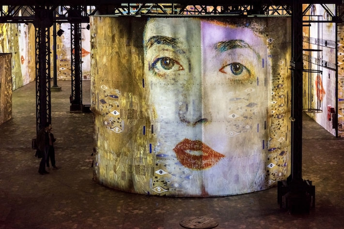 Room 5 in Gustav Klimts nights at atelier des lumineres