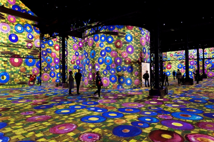 Room 8 in Gustav Klimts nights at atelier des lumineres