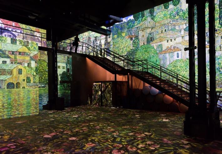 Room 3 in Gustav Klimts nights at atelier des lumineres