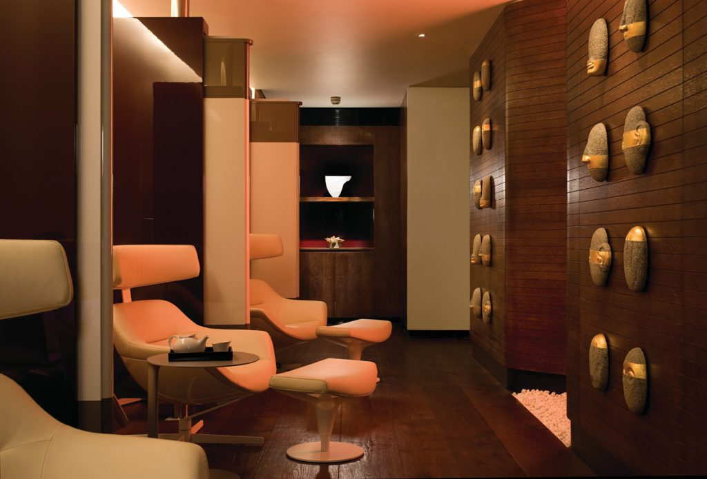 relaxation room at the spa at four seasons london at park lane