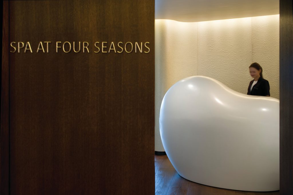 reception desk at the spa at four seasons london at park lane