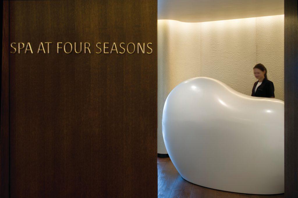 reception desk at the spa at four seasons london at park lane