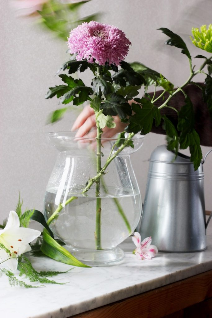 keep flowers fresh when decorating your home with flowers