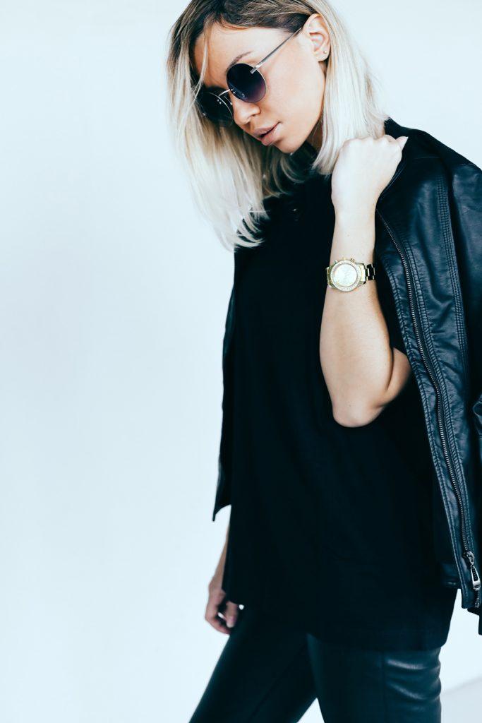 beautiful woman wearing all black - minimalist style fashion trend