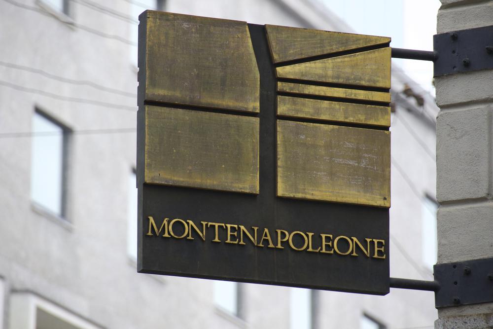 via montenapoleone fashion in milan shopping