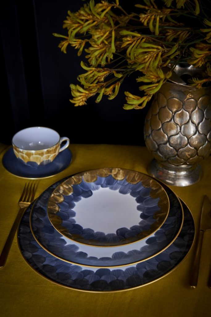 Cercle d'Ecailles dinnerware by marie daage