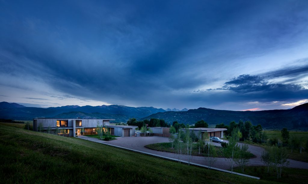 Private residence in Colorado designed by Robbins Architecture_photo by steve freihon