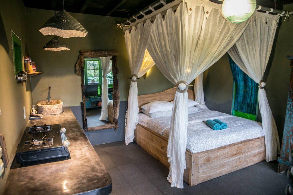 balian treehouse airbnb