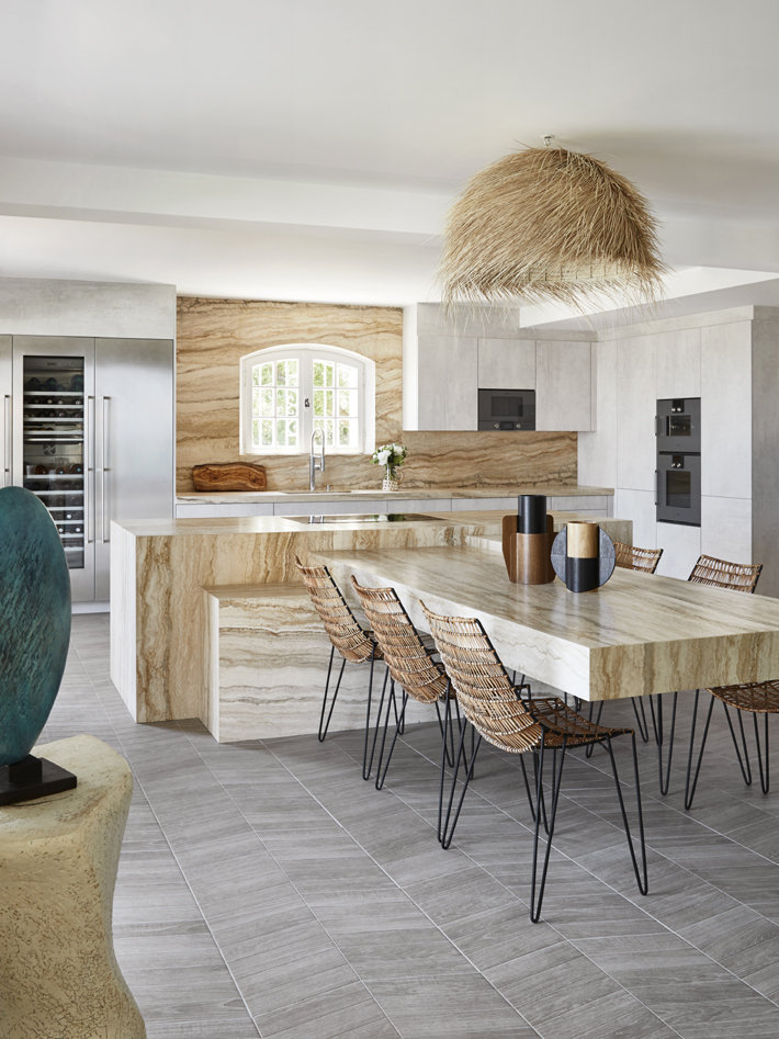 St. Tropez kitchen by Stephane Coutas - Photo by Francis Amiand