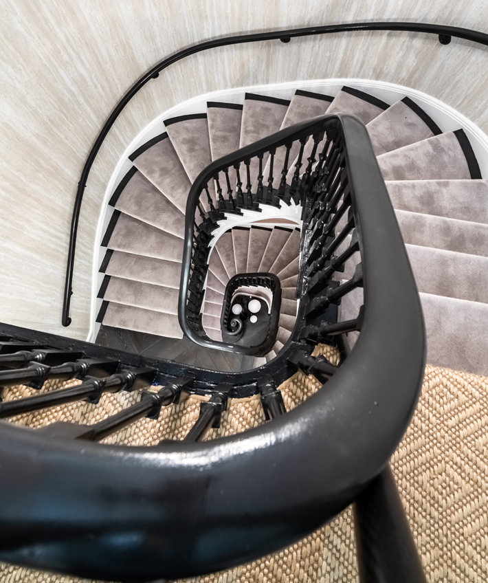 stairwell at holiday house nyc 2019 with elitis wallpaper