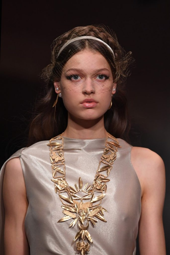 Jewelry trends: Oversized Chains