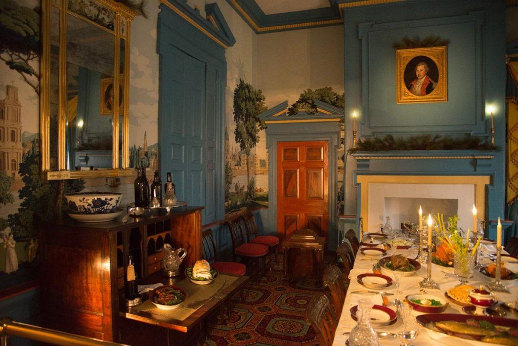 Regency-era dining room inside Hampton Mansion decorated for the holiday season. (Source: NPS Photo / Tim Ervin)